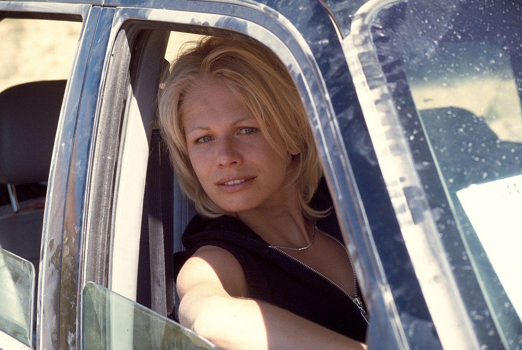 Jennifer (Claudine Wilde) freut sich auf die Reise in den Jemen ... - Bildquelle: Heiko von Tippelskirch ProSieben