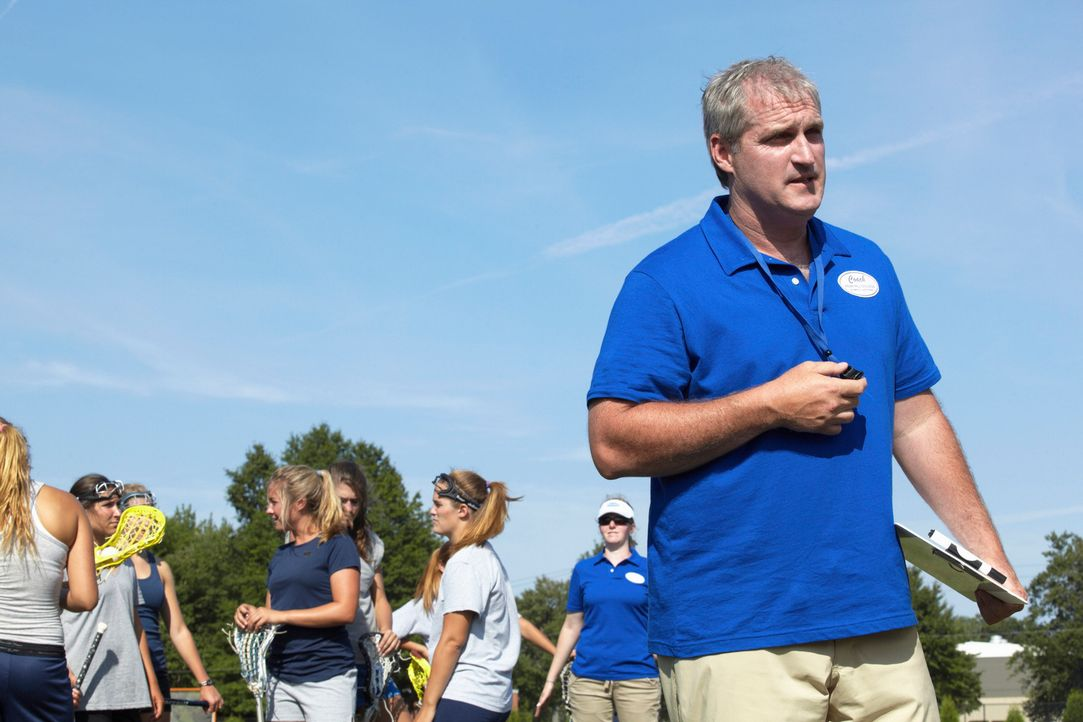 Kann Coach Lou Davis (James Colby, r.) Megan und ihren Kollegen bei der Aufklärung eines neuen Falles behilflich sein? - Bildquelle: ABC Studios