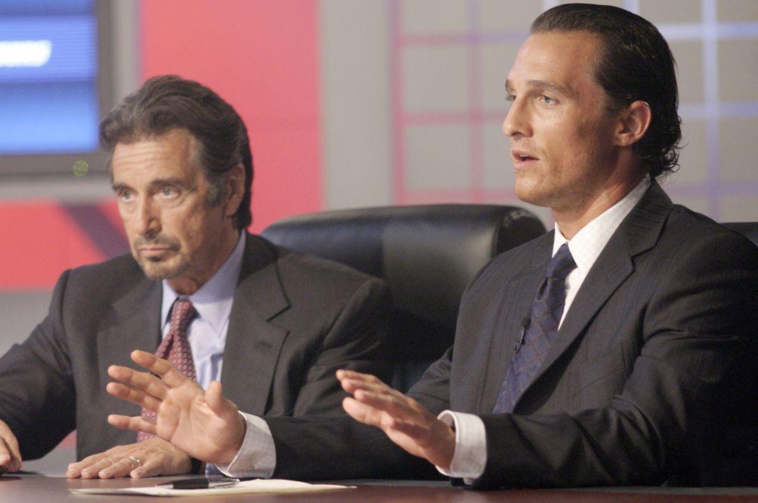 Scheffeln mit Wetten Millionen: Doch dann Brandons (Matthew McConaughey, r.) Riecher verloren, und zwischen ihm und seinem Chef, Walter Abrams (Al P... - Bildquelle: Morgan Creek Productions