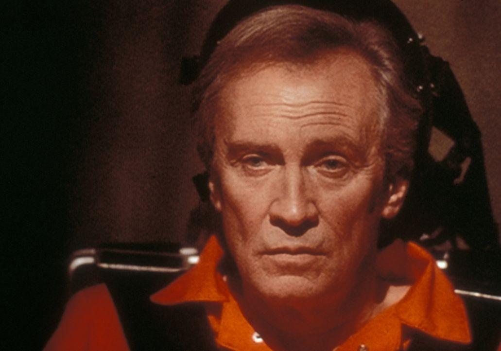 Jeremiah Smith (Roy Thinnes) ist ein Außerirdischer, der von dunklen Mächten gejagt wird und durch seine Wunderheilerfähigkeiten großes Erstaunen he... - Bildquelle: TM +   Twentieth Century Fox Film Corporation. All Rights Reserved.