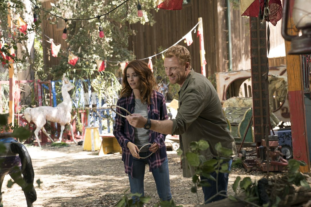 Während sich Owen (Kevin McKidd, r.) gemeinsam mit seiner Schwester Megan (Abigail Spencer, l.) nach L.A. aufmacht, holt sie die Vergangenheit ein u... - Bildquelle: Mitch Haaseth 2017 American Broadcasting Companies, Inc. All rights reserved.