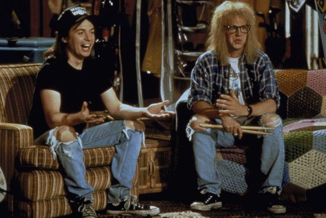 Eine bunte Mischung aus heißer Musik und faulen Sprüchen: Wayne Campbell (Mike Myers, l.) und sein Kumpel Garth Algar (Dana Carvey, r.) ... - Bildquelle: Paramount Pictures