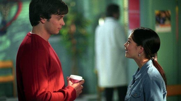 Fühlen sich sehr zueinander hingezogen: Clark (Tom Welling, l.) und Lana (Kri...