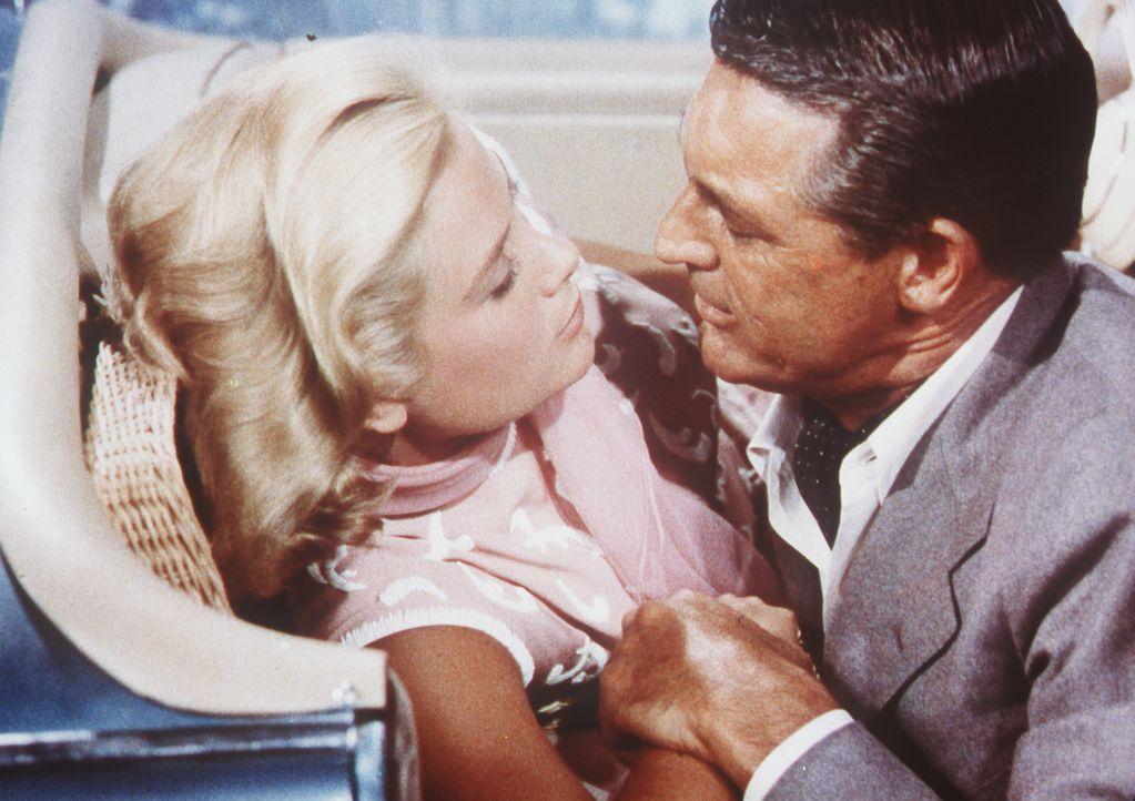 Kann John Robie (Cary Grant, r.) Frances Stevens (Grace Kelly, l.) davon überzeugen, dass er ihre Mutter nicht bestohlen hat? - Bildquelle: Paramount Pictures