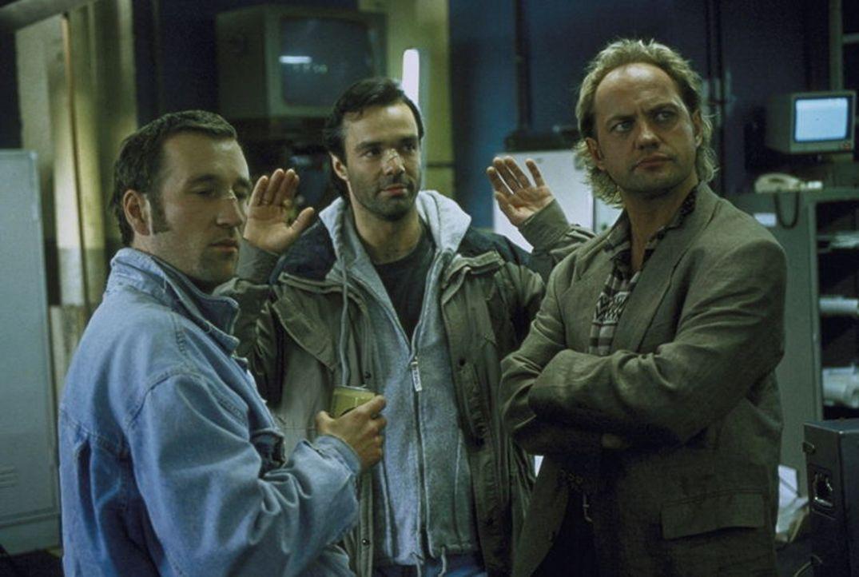Alex (Peter Lohmeyer), Tom (Hannes Jaenicke) und Hajo (Uwe Ochsenknecht) unterstützen Staatsanwältin Irne Starnow. - Bildquelle: York Maecke ProSieben