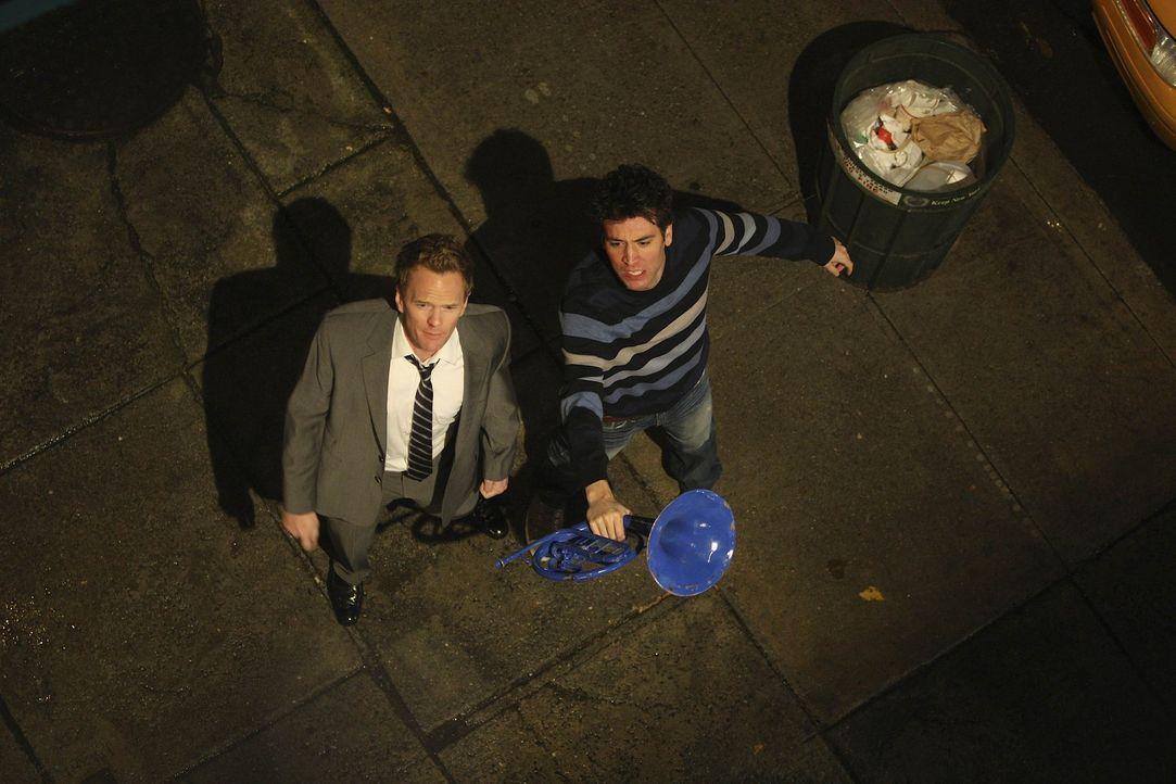 Wollen Robin wiederhaben: Barney (Neil Patrick Harris, l.) und Ted (Josh Radnor, r.) ... - Bildquelle: 20th Century Fox International Television