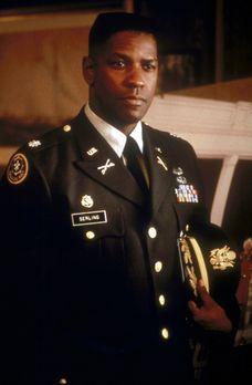 Mut zur Wahrheit - Nathaniel Serling (Denzel Washington) hat den Auftrag, zu...