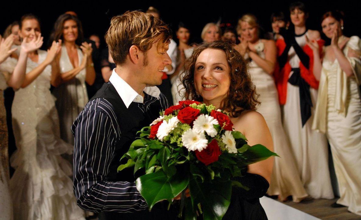 Haben alles gewagt - und gewonnen: Bella (Viktoria Gabrysch, r.) und Chris (Steffen Schroeder, l.) ... - Bildquelle: Reiner Bajo ProSieben