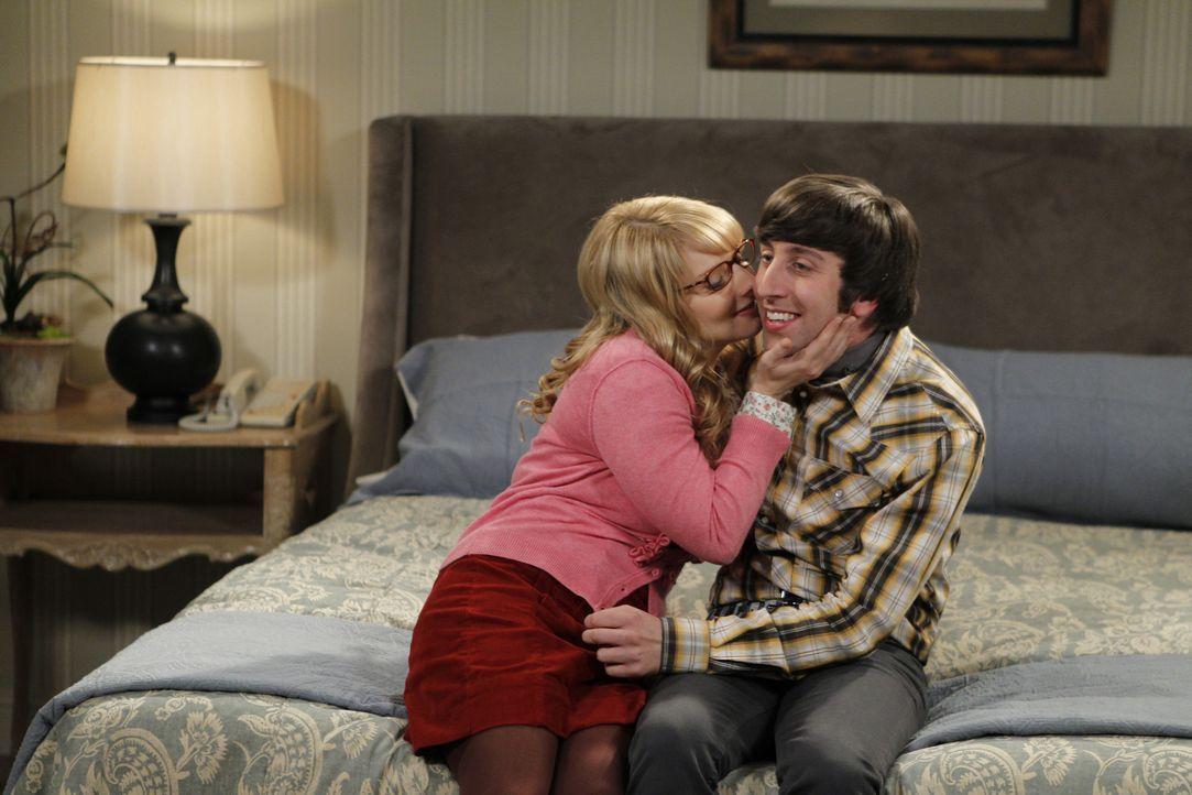 Bernadette (Melissa Rauch, l.) und Howard (Simon Helberg, r.) sind glücklich miteinander - bis sie auf Bernadettes Ex-Freund treffen ... - Bildquelle: Warner Bros. Television