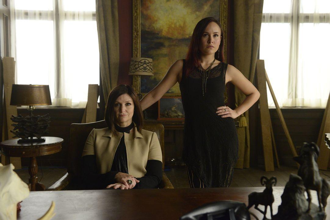 Mit welchem Angebot tauchen Ruth (Tammy Isbell, l.) und Paige (Tommie-Amber Pirie, r.) bei dem Rudel von Jeremy auf? - Bildquelle: 2015 She-Wolf Season 2 Productions Inc.