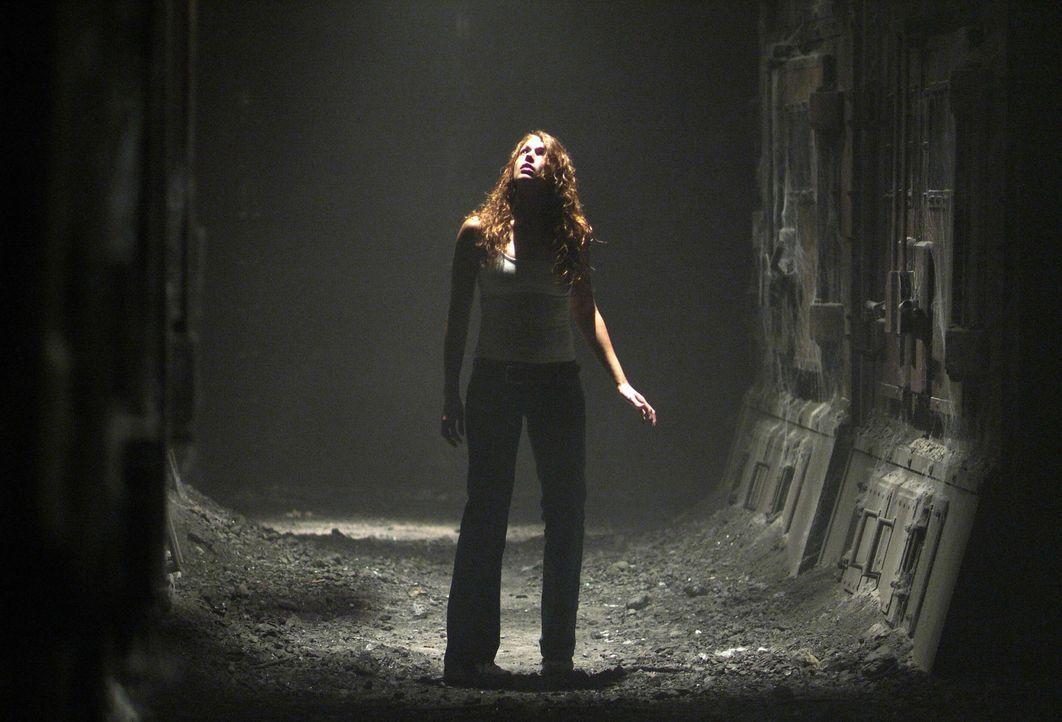 Nach dem angeblichen Selbstmord ihrer Schwester will Ariel Wolfe (Amanda Righetti) nur eines: Sie will wissen, was in der Villa passiert ist und wer... - Bildquelle: 2006 Warner Brothers
