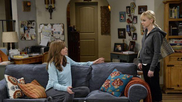 Bonnie (Allison Janney, l.) und Christy (Anna Faris, r.) geraten in finanziel...