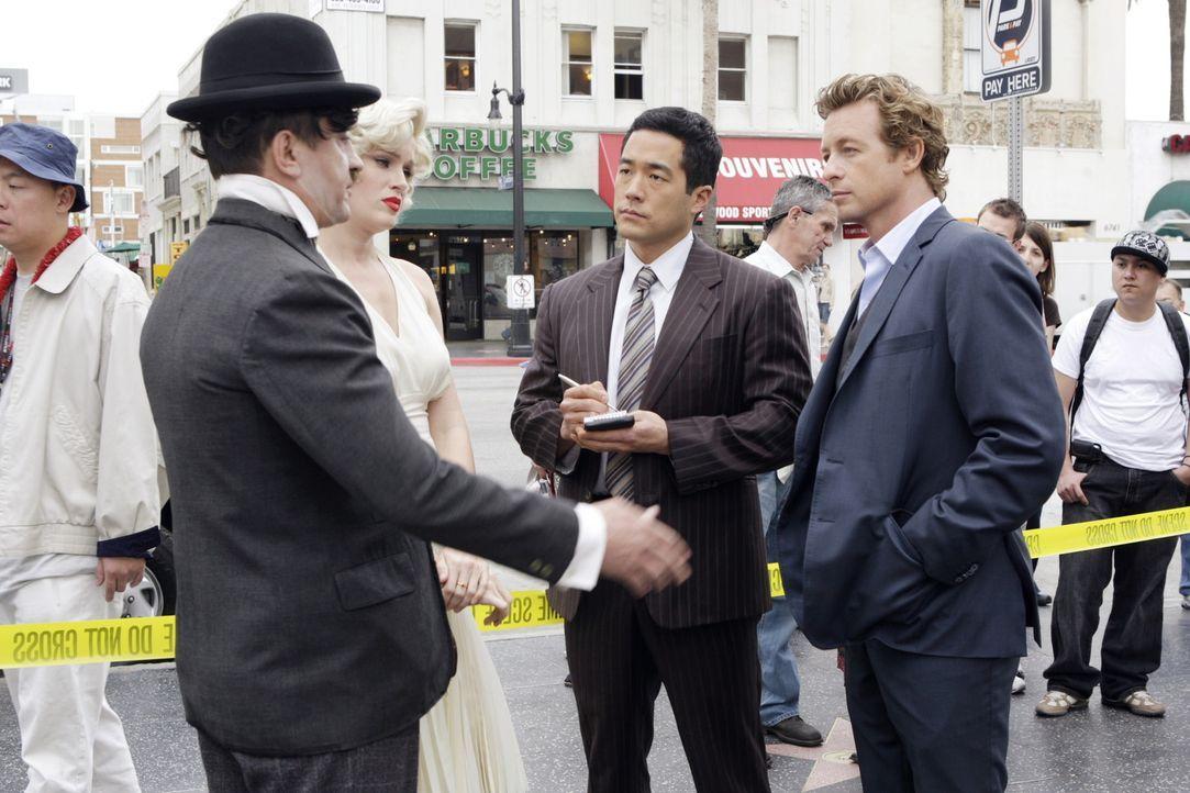 Nachdem der Hollywood-Produzenten Felix Hanson tot aufgefunden wurde, beginnen die Ermittlungen. Patrick (Simon Baker, r.) und Kendall (Tim Kang, 2.... - Bildquelle: Warner Bros. Television