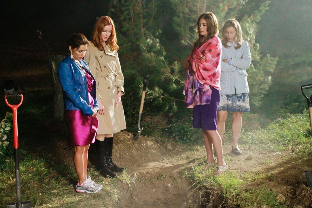 Während das Leben in der Wisteria Lane weiter geht, stehen die Freundinnen vor einer schwierigen Aufgabe: Lynette (Felicity Huffman, 2.v.r.), Bree (... - Bildquelle: Touchstone Pictures