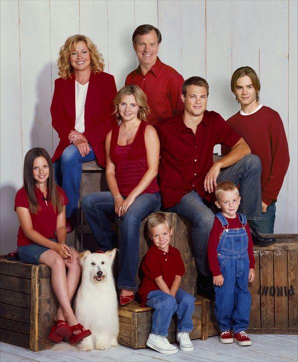 (8. Staffel) - Eine himmlische Familie: Annie (Catherine Hicks, hinten l.), Eric (Stephen Collins, hinten r.), Ruthie (Mackenzie Rosman, vorne l.),... - Bildquelle: The WB Television Network