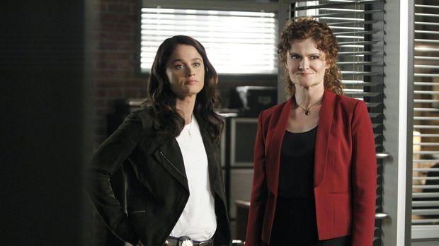 Ein neuer Fall beschäftigt Teresa (Robin Tunney, l.) und Brenda Shettrick (Re...