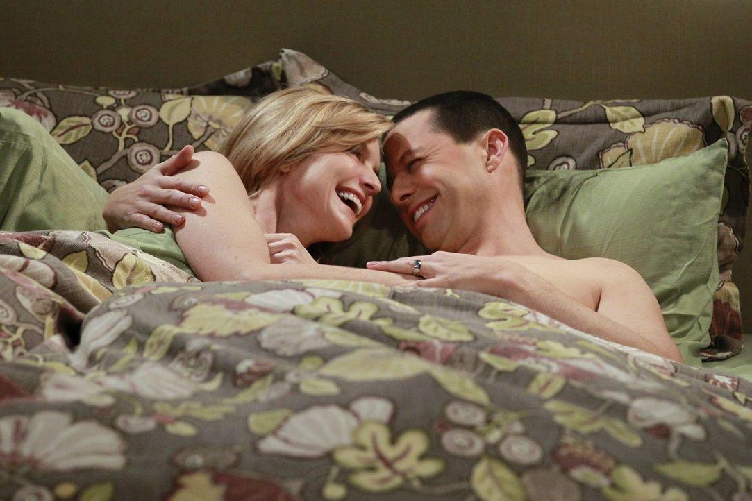Haben sie eine Chance auf eine gemeinsame Zukunft? Alan (Jon Cryer, r.) und Lyndsey (Courtney Thorne-Smith, l.) ... - Bildquelle: Warner Brothers Entertainment Inc.