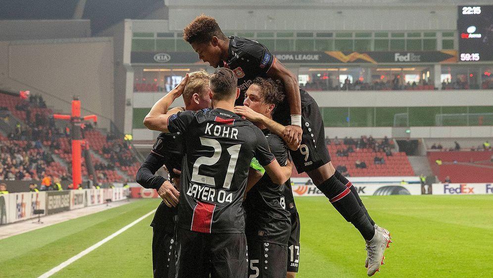 Der VfB Stuttgart eröffnet am Freitagabend bei Bayer Leverkusen den 12. Spie... - Bildquelle: imago/Jan Huebner
