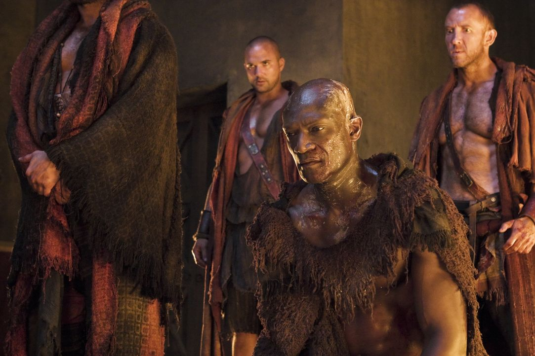 Drago (Peter Mensah) hat sein ganzes Leben in den Dienst der Familie Batiatus gestellt. Nach dem Sklavenaufstand wünscht er sich, endlich sterben zu... - Bildquelle: 2011 Starz Entertainment, LLC. All rights reserved.