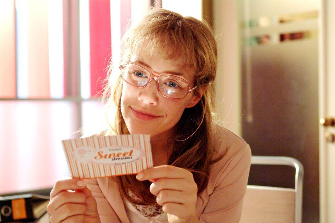 Lisa (Alexandra Neldel) gibt sich wieder einmal ihren Tagträumen hin ... (Dieses Foto von Alexandra Neldel darf nur in Zusammenhang mit der Bericht... - Bildquelle: Sat.1