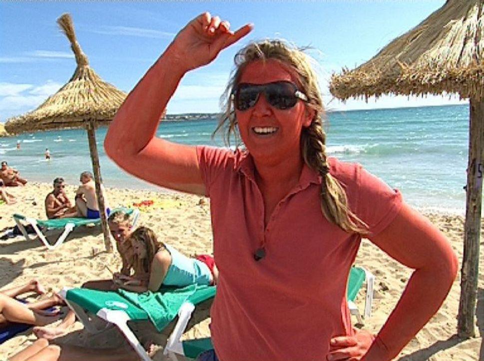 Sonne, Spaß und gute Laune - Eva und ihre Freundin versuchen auf der Ferieninsel Mallorca ihr Glück ohne Geld zu machen... - Bildquelle: Sat.1