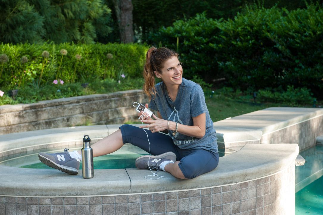 Million- Dollar- Arm-8-Lake-Bell-Disney-Enterprises
