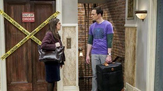 Amy und Sheldon vor einer Wohnungstür
