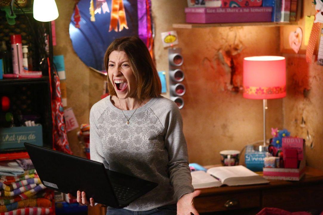Sue (Eden Sher) wird exmatrikuliert, als sie vergisst, die Finanzhilfe erneut zu beantragen und das College nicht mehr zahlen kann. Was wird sie jet... - Bildquelle: Warner Bros.