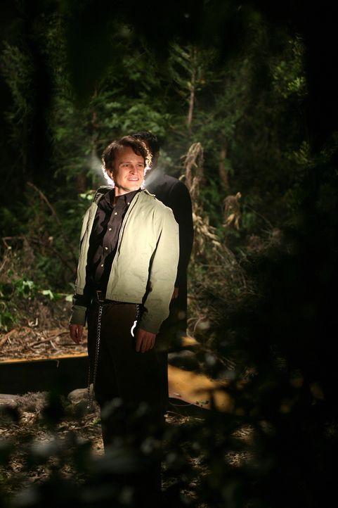 Wird John Smith (Damon Herriman) das Versteck der Leichen preisgeben? - Bildquelle: Warner Bros. Television