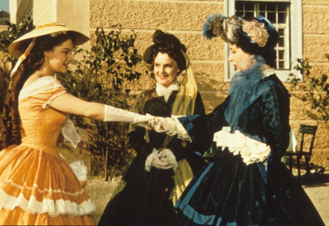 Sissi (Romy Schneider, l.) wird von ihrer Mutter (Magda Schneider, M.) der Kaiser-Mutter (Vilma Degischer, r.) vorgestellt ... - Bildquelle: Herzog-Filmverleih