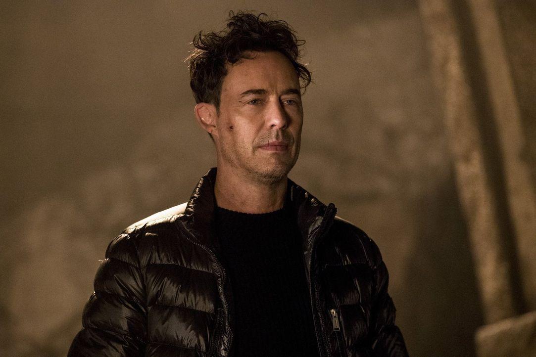 Grodd nutzt Harry (Tom Cavanagh) für seine Zwecke und macht Barry schließlich einen Vorschlag, den der Speester nicht ohne weiteres ablehnen kann. D... - Bildquelle: 2016 Warner Bros.