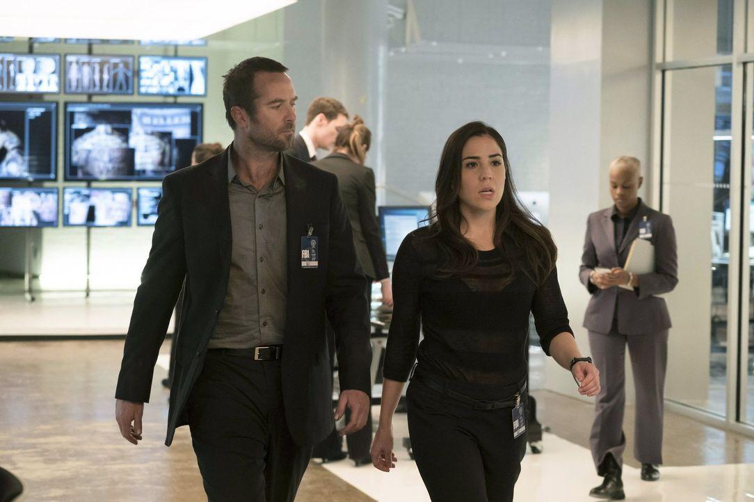 Werden sie das Geheimnis um Jane Doe lüften können? Kurt Weller (Sullivan Stapleton, l.) und Tasha Zapata (Audrey Esparza, r.) ... - Bildquelle: Warner Brothers