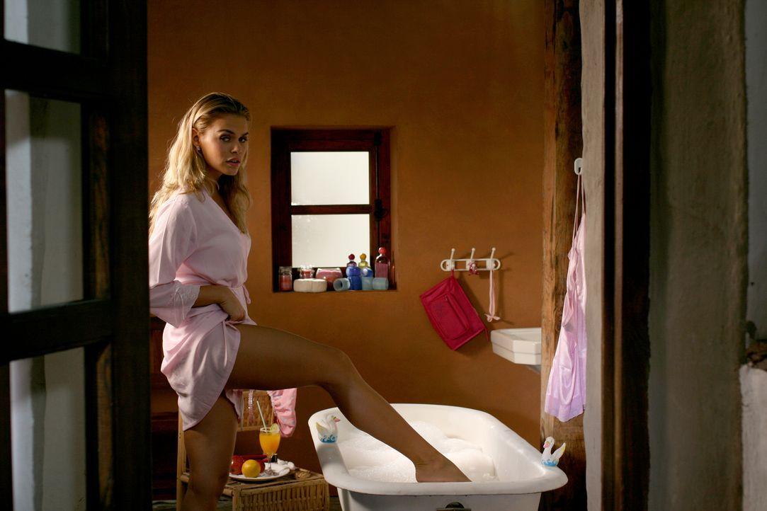 Schon bald steckt Bionda (Nicolette van Dam) mitten in einem gefährlichen Abenteuer ...