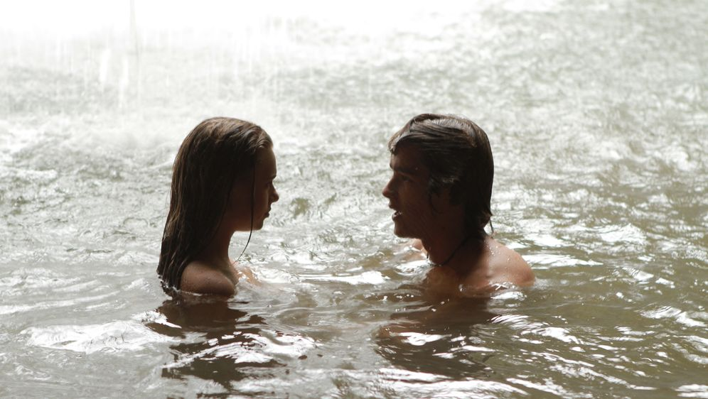 Blue Lagoon: Rettungslos verliebt - Bildquelle: 2012 Sony Pictures Television Inc. All Rights Reserved.