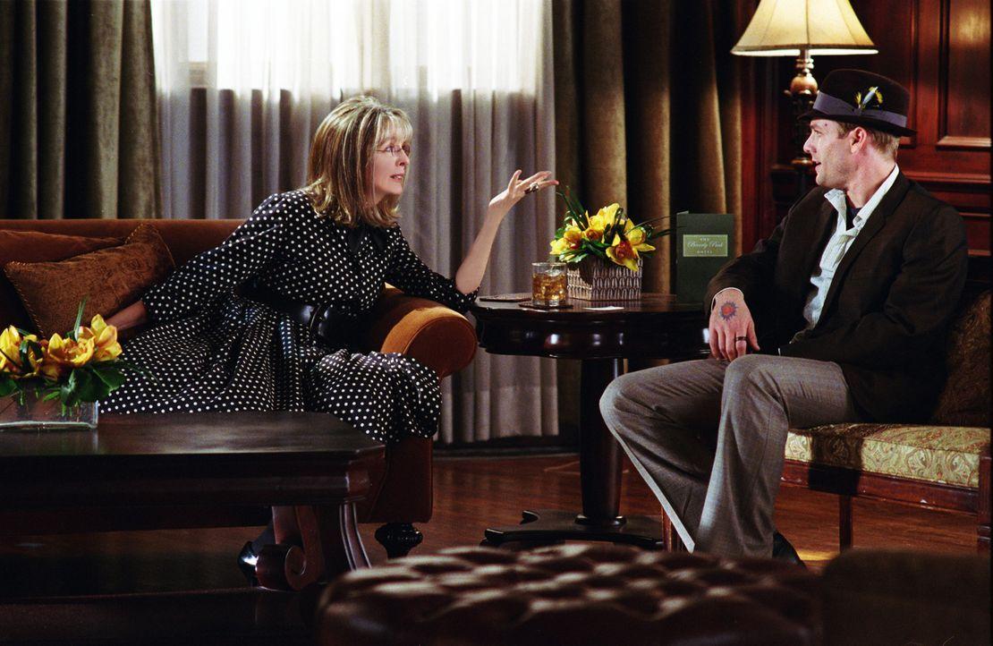 Milly hat ein schlechtes Händchen, was Männer betrifft. Aus diesem Grund sucht Mama (Diane Keaton, l.) im Internet nach Mr. Right und findet den A... - Bildquelle: Warner Brothers