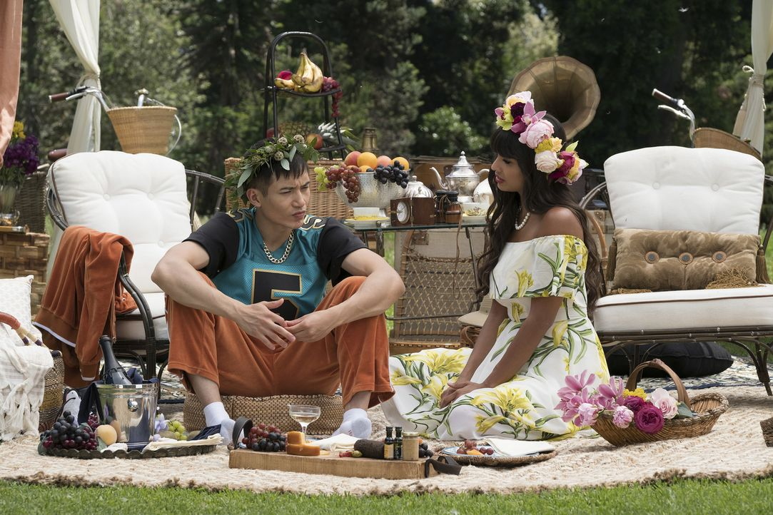 Michael organisiert einen romantischen Ausflug für Jason (Manny Jacinto, l.) und Tahani (Jameela Jamil, r.), um sie von Janet und ihrem selbstgebaut... - Bildquelle: Colleen Hayes 2017 Universal Television LLC. ALL RIGHTS RESERVED.