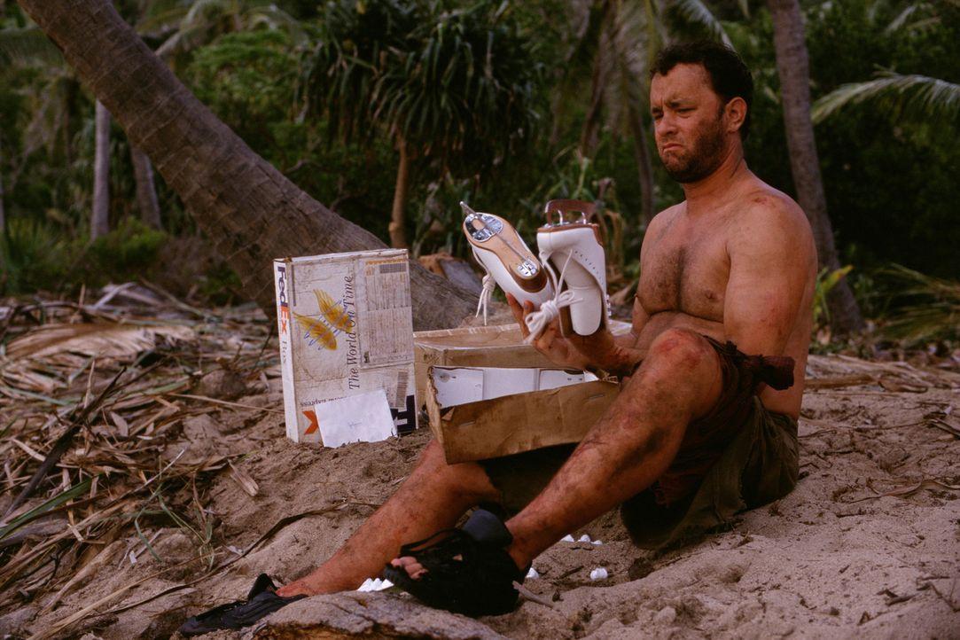 Fernab von der Zivilisation wird der Überlebenswille von Chuck (Tom Hanks) stark auf die Probe gestellt. Eines Tages wird ein alter Volleyball an s... - Bildquelle: 2001 Twentieth Century Fox Film Corporation and Dreamworks LLC. All rights reserved