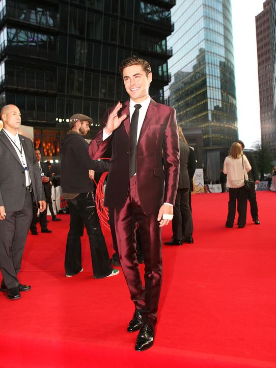 the-lucky-one-premiere-berlin-12-04-25-01-2011-Warner-Bros-Ent - Bildquelle: 2011 Warner Bros. Ent.