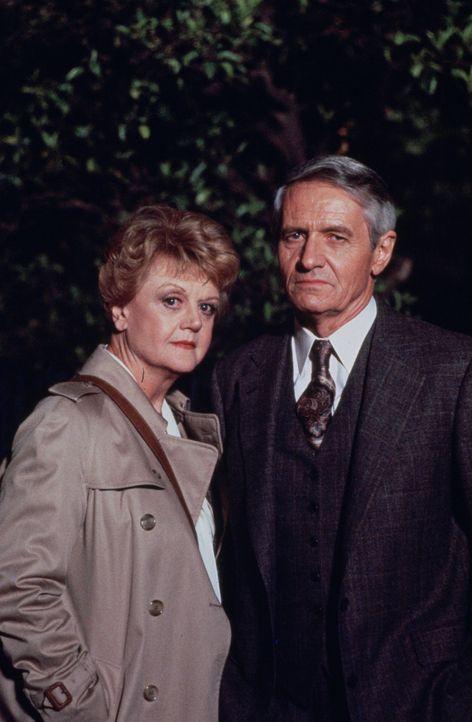 Anlässlich der Veröffentlichung ihres ersten Kriminalromans wird die Witwe Jessica Fletcher (Angela Lansbury, l.) von ihrem Verleger Preston Giles (... - Bildquelle: Universal Pictures