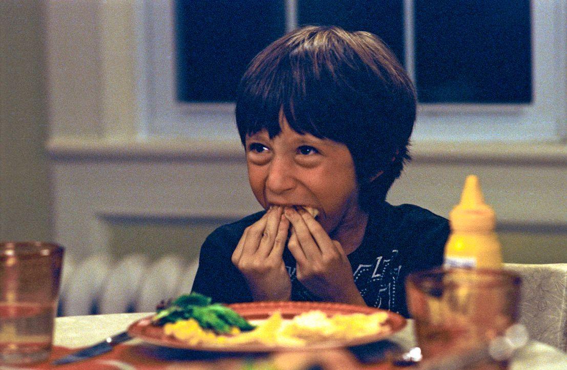 Wesley (Lucian Maisel) lässt es sich schmecken ...
