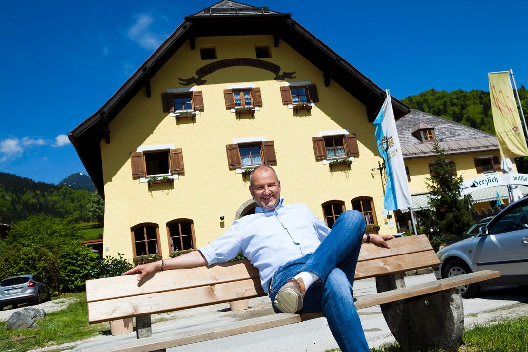 Ein Hilferuf erreicht Frank Rosin aus Weißbach im Berchtesgadener Land. Für den Sternekoch eine Premiere: Diesmal gilt es nicht nur ein Restaurant,... - Bildquelle: Benedikt Müller kabel eins