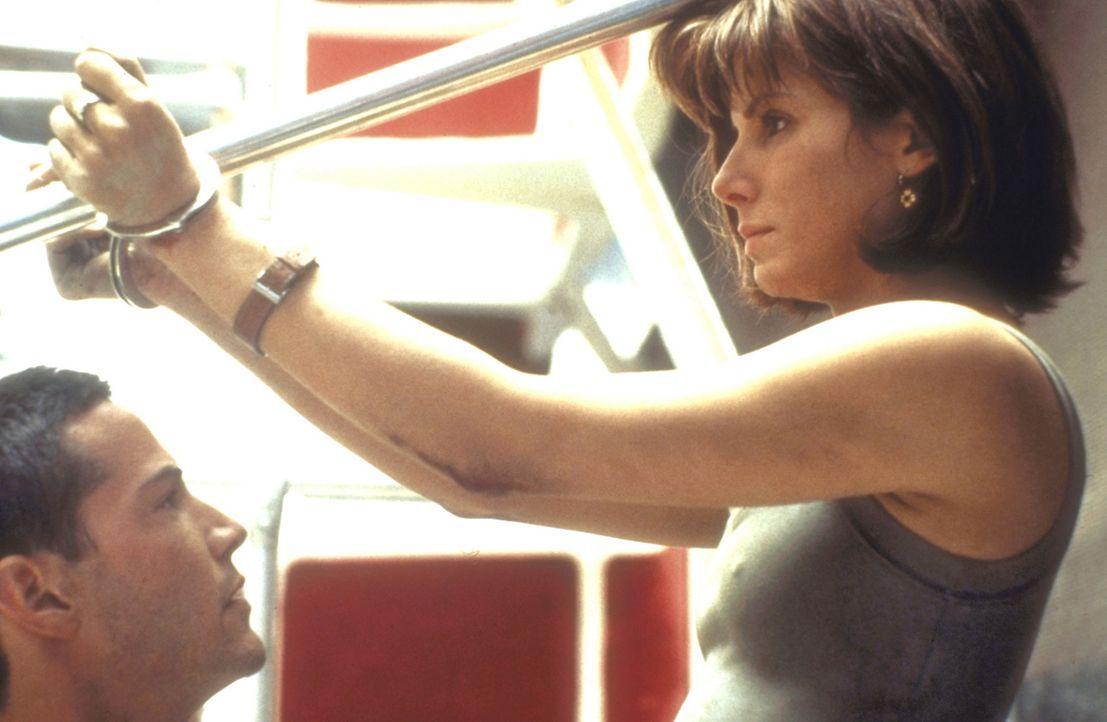 In der Hand eines Wahnsinnigen: Annie (Sandra Bullock, r.) und Jack (Keanu Reeves, l.) ... - Bildquelle: Twentieth Century Fox of Germany
