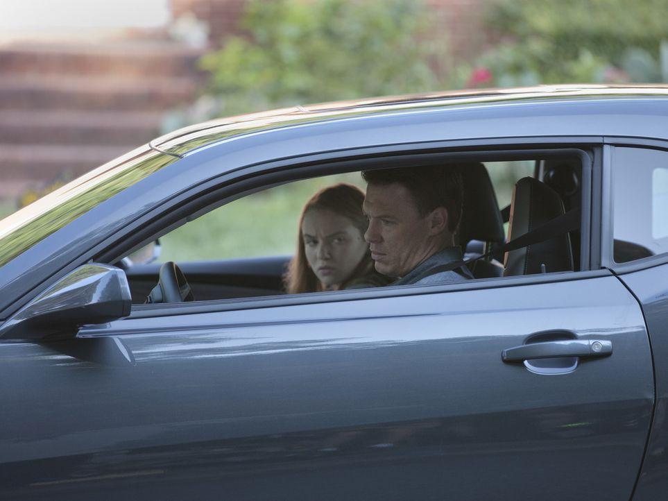Während Dana (Morgan Saylor, l.) Rat bei Mike Faber (Diego Klattenhoff, r.) sucht, wird Brody alles zu viel ... - Bildquelle: 20th Century Fox International Television