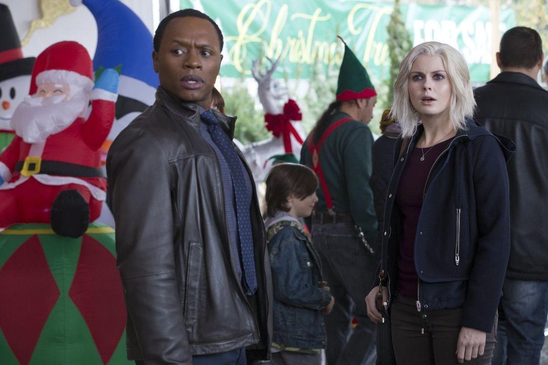 Während Clive (Malcolm Goodwin, l.), Liv (Rose McIver, r.) und Ravi einen Mordfall aufklären wollen, führt Major ein Gespräch, das einiges verändern... - Bildquelle: 2014 Warner Brothers