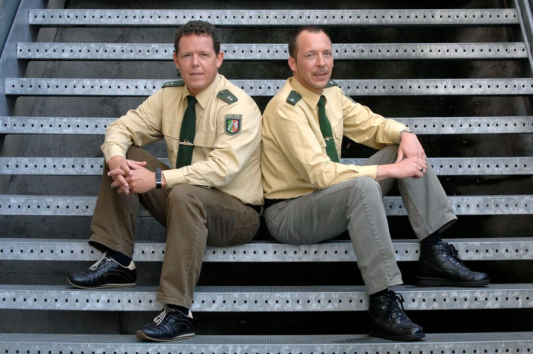 """In """"Toto & Harry - Die Zwei vom Polizeirevier"""" geht es Ladendieben an den Kragen, sturztrunkenen Autofahrern an den Führerschein und den Zuschauern... - Bildquelle: kabel eins"""
