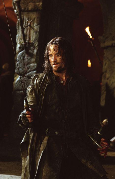 Aragorn (Viggo Mortensen) ist weiterhin auf der verzweifelten Suche nach den Hobbits Merry und Pippin, die noch immer verschleppt sind ... - Bildquelle: Warner Brothers