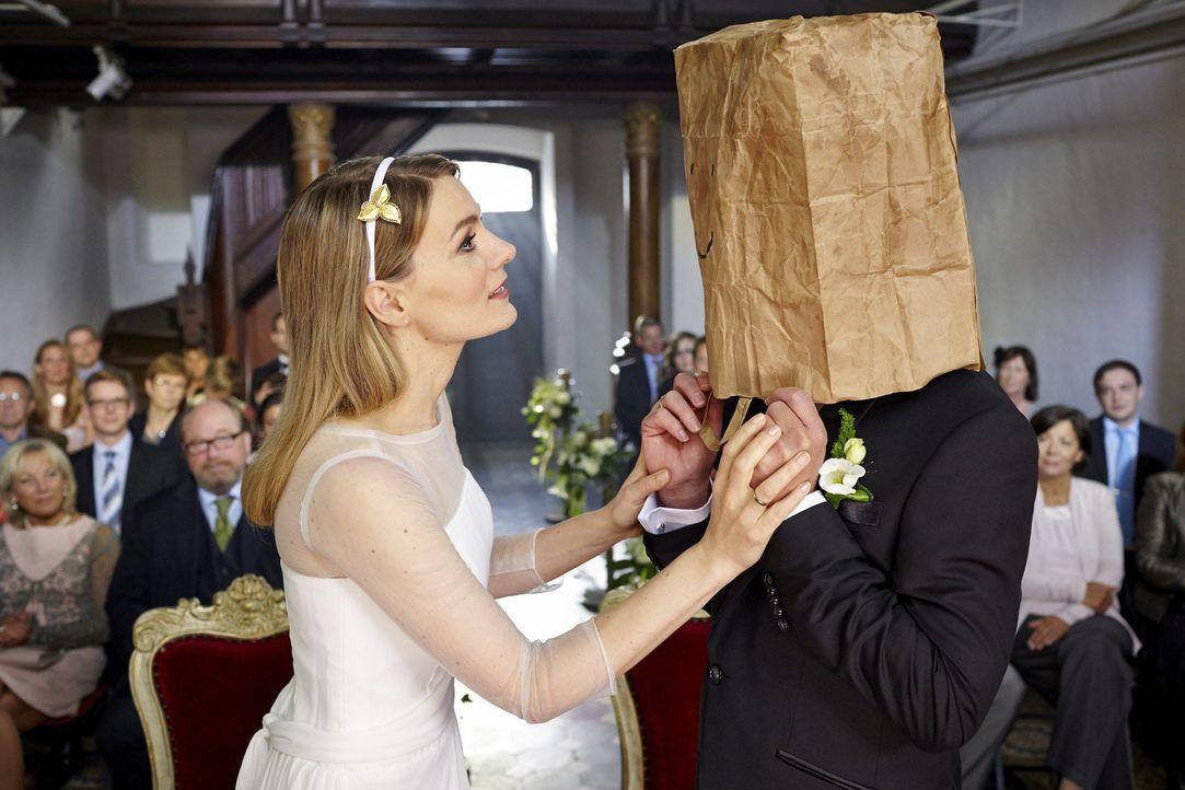 """(3. Staffel) - In """"Knallerfrauen"""" tut Martina Hill (l.) wonach ihr der Sinn steht - hemmungslos und unangepasst ... - Bildquelle: Guido Engels SAT.1"""