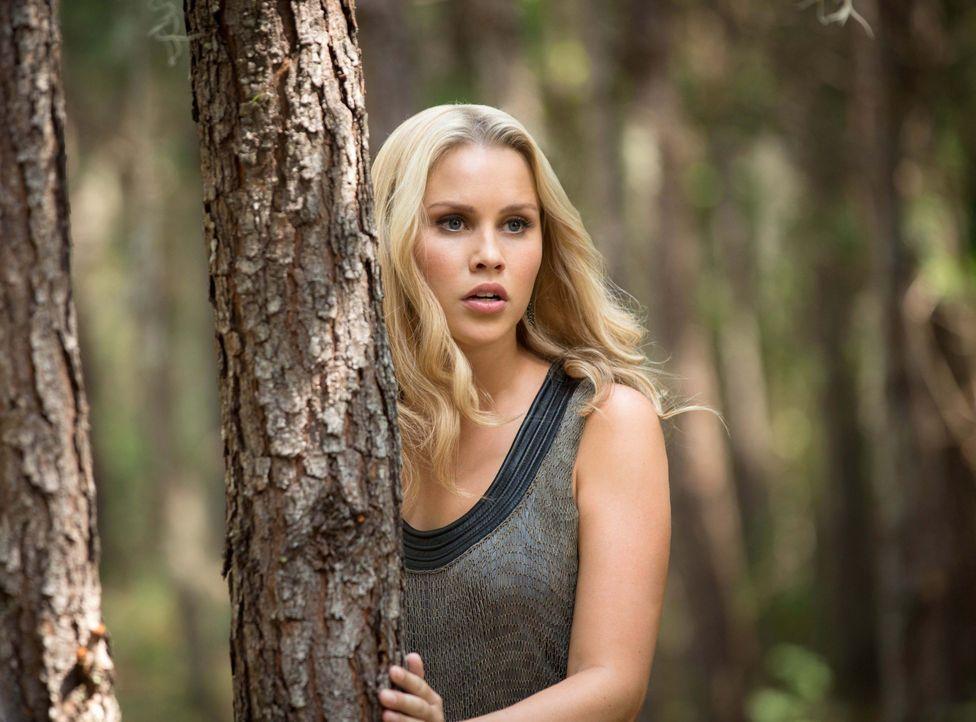 Rebekah will Sophie helfen - Bildquelle: Warner Bros. Entertainment Inc.