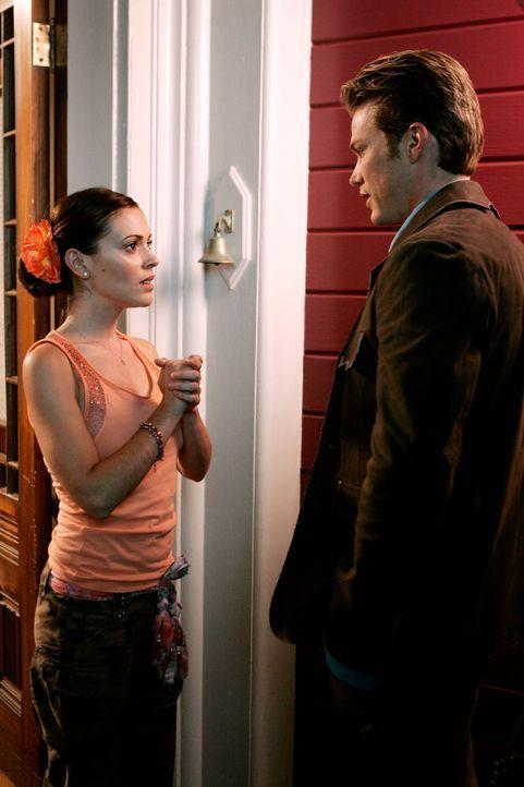 Weiß Dex (Jason Lewis, r.) bereits bescheid, wer Phoebe (Alyssa Milano, l.) wirklich ist? - Bildquelle: Paramount Pictures