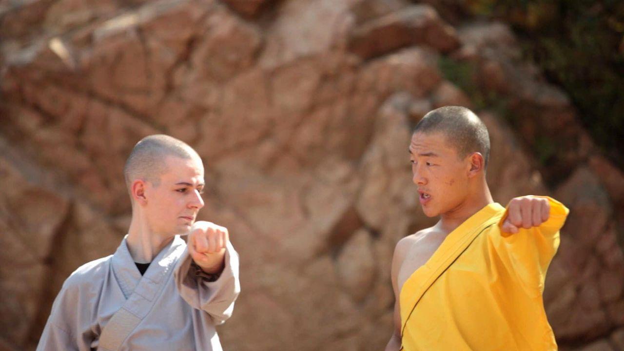 """Beim täglichen Kung-Fu Training geht René  (l.) an seine körperlichen Grenzen. In """"Galileo Spezial"""" erzählt er, was ihn dazu motiviert, diesen s... - Bildquelle: ProSieben"""